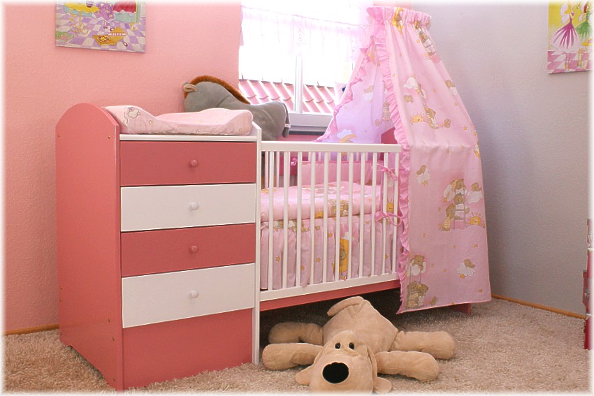 pinkes babybett mit wickelkommode babybett kinderbett wickelkommode kommode neu ebay. Black Bedroom Furniture Sets. Home Design Ideas