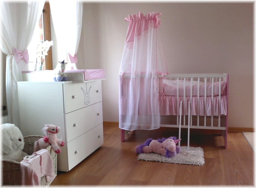 krone rosa komplett set babybett kinderbett wickelkommode babyzimmer baby bett ebay. Black Bedroom Furniture Sets. Home Design Ideas